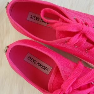 Steve Madden Shoes - NWOT Steve Madden Emmi Platform Sneakers